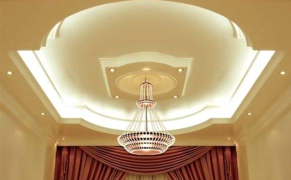 Красивый дизайн потолка из
